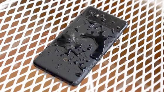 Cách xử lý nhanh khi loa điện thoại bị vô nước - 1