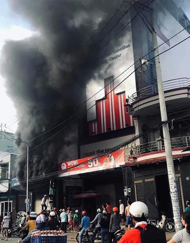 7 người mắc kẹt, khóc gào trong căn nhà rực lửa ở Sài Gòn - 2