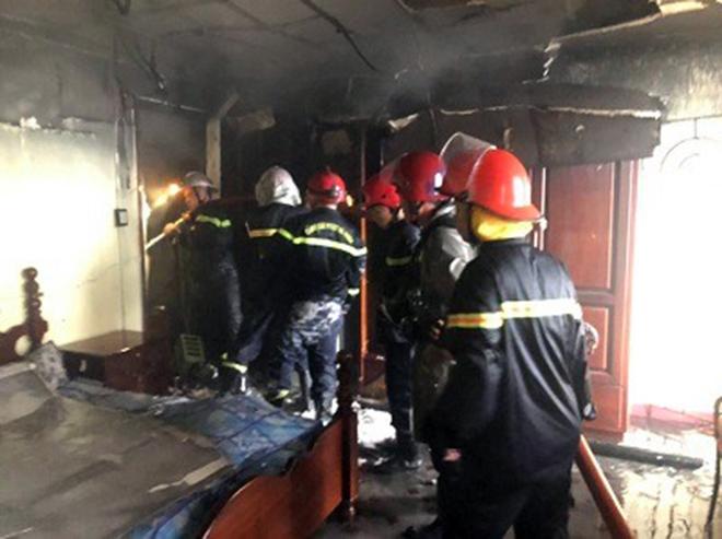 7 người mắc kẹt, khóc gào trong căn nhà rực lửa ở Sài Gòn - 3
