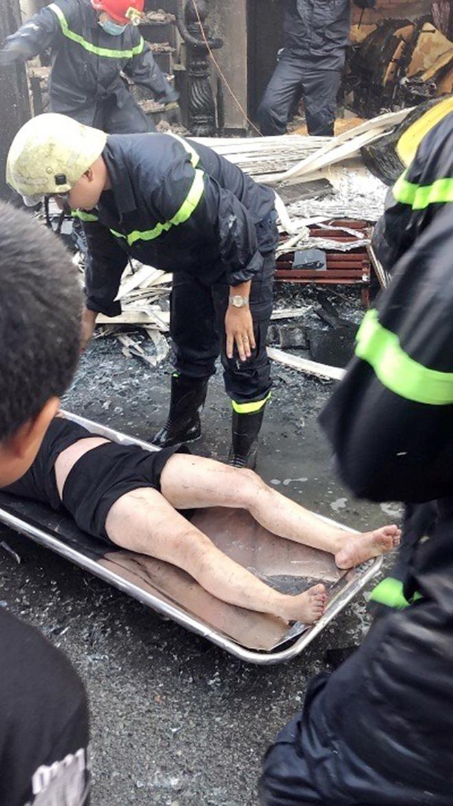 7 người mắc kẹt, khóc gào trong căn nhà rực lửa ở Sài Gòn - 5