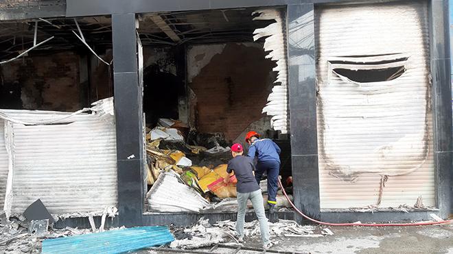 7 người mắc kẹt, khóc gào trong căn nhà rực lửa ở Sài Gòn - 6