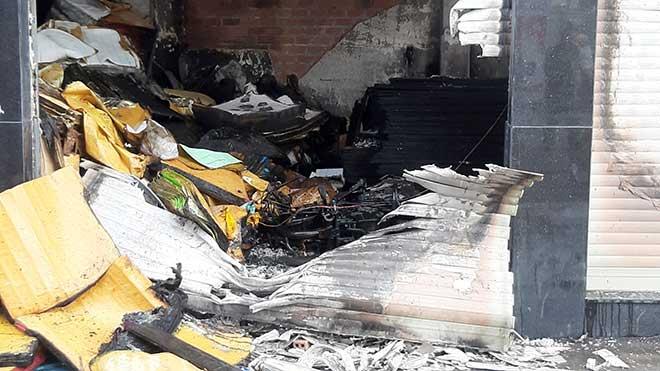 7 người mắc kẹt, khóc gào trong căn nhà rực lửa ở Sài Gòn - 7