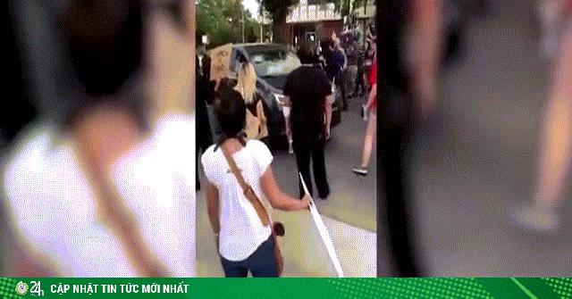 Mỹ: Ô tô lao thẳng vào đám đông biểu tình, cuốn người vào gầm xe