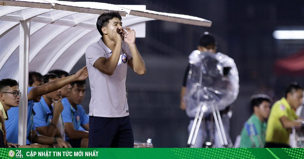 Hà Đức Chinh chỉ đạo như Ronaldo, được HLV Lê Huỳnh Đức bênh vực