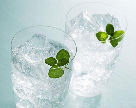 Nắng nóng: Uống nước đá, ăn nhiều món lạnh sẽ 'giết hại' gan, làm tê não - 2