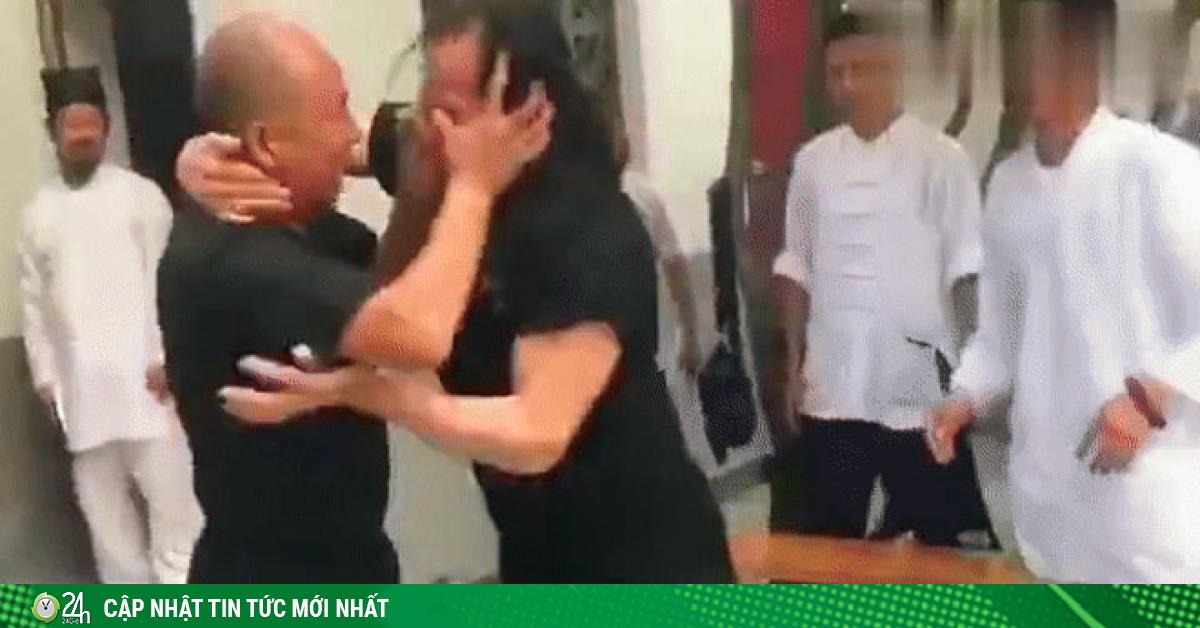 2 võ sư đấu như tấu hài võ thuật, cao thủ Võ Đang bị móc mắt gây phẫn nộ