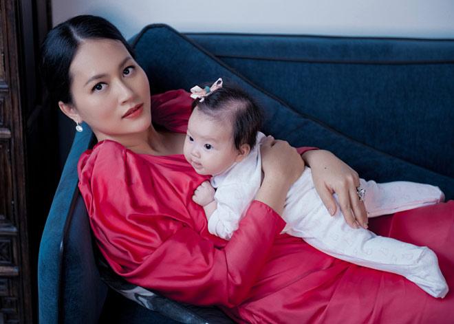 """Sao """"Cánh đồng bất tận"""" ở ẩn 5 năm, sinh liền 3 con cho chồng Việt kiều là ai? - 12"""