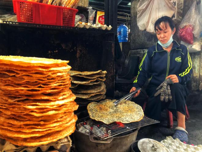 Ăn đã thèm đặc sản miền Trung ở chợ Bà Hoa - 1