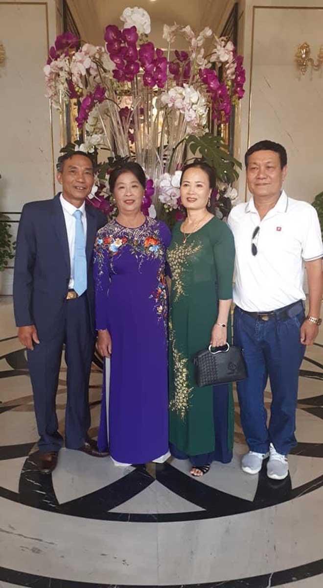 Hình ảnh độc Công Phượng mặc áo dài ở lễ đính hôn với Viên Minh - 4
