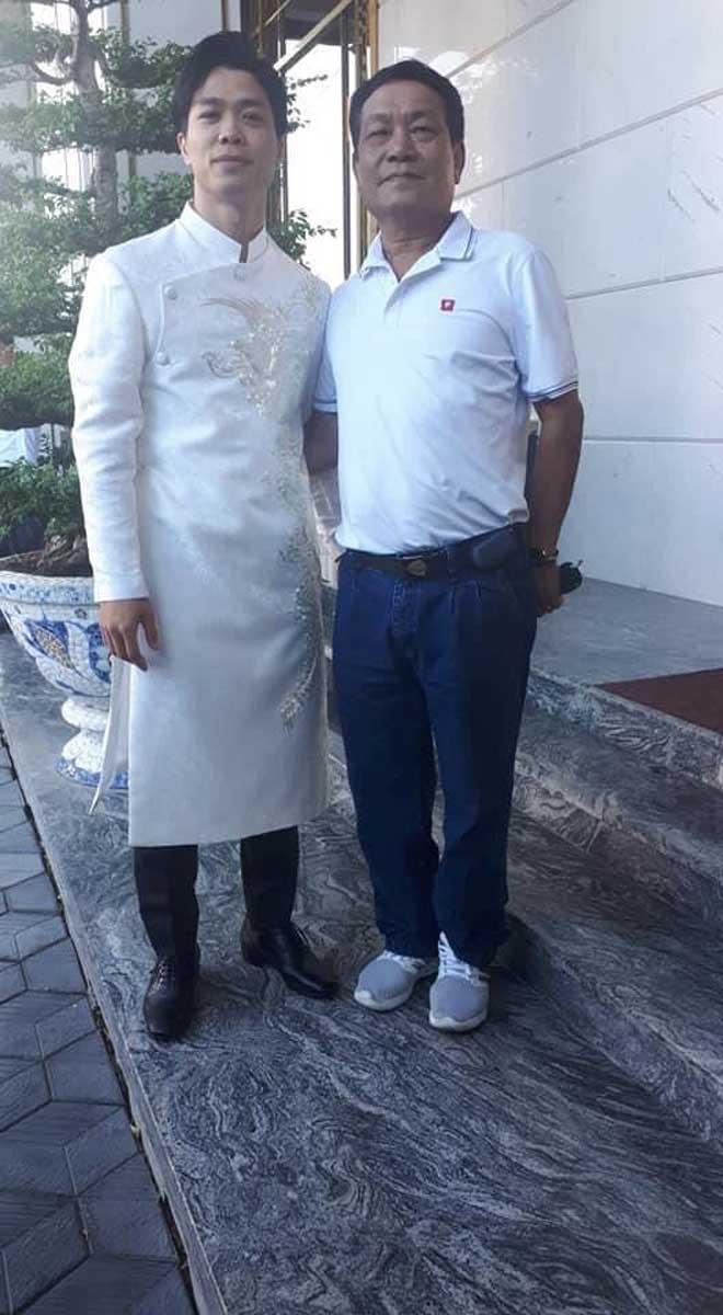Hình ảnh độc Công Phượng mặc áo dài ở lễ đính hôn với Viên Minh - 2