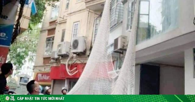 Bao vây căn nhà giữa phố Hà Nội bắt nghi phạm dùng búa tấn công 2 chị em ở Bình Thuận