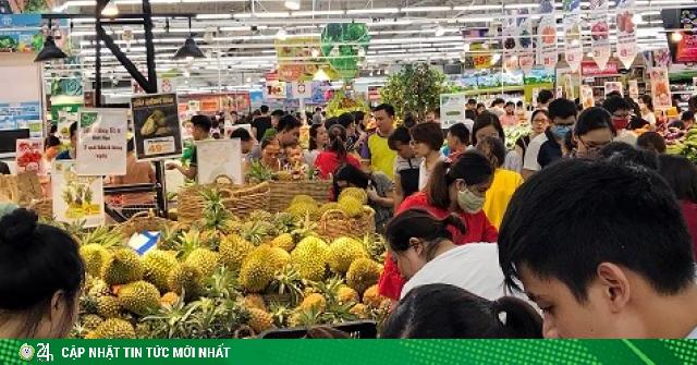 Nóng trong tuần: Sầu riêng giảm giá rẻ chưa từng thấy, siêu thị nghẹt thở vì khách mua