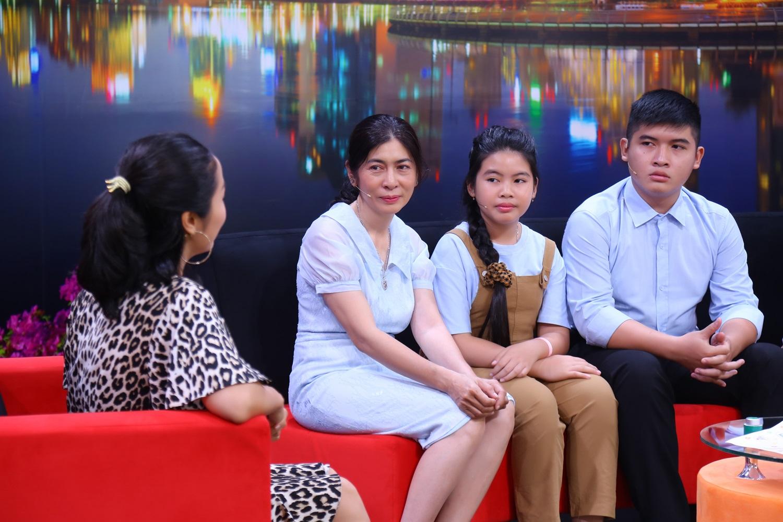 Ốc Thanh Vân bất ngờ vì phản ứng của cô bé 8 tuổi khi ba đột ngột qua đời - 3