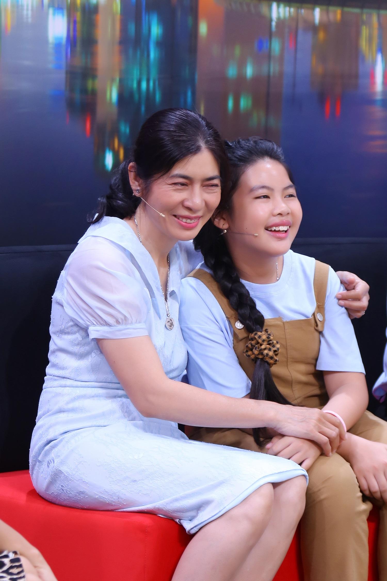 Ốc Thanh Vân bất ngờ vì phản ứng của cô bé 8 tuổi khi ba đột ngột qua đời - 2