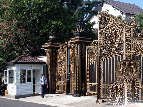 Dát vàng từ cánh cổng, biệt thự nhà chồng Hà Tăng hoành tráng như thế nào? - 2