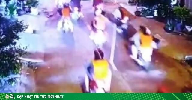 Gần 200 người cầm dao, gậy dạo phố, đập phá tanh bành quán ốc ở Sài Gòn