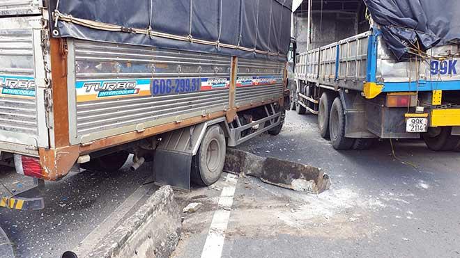 Kẹt xe khủng khiếp qua hiện trường TNGT 4 ô tô tông nhau ở Sài Gòn - 2