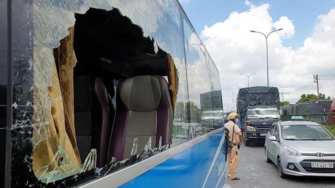 Kẹt xe khủng khiếp qua hiện trường TNGT 4 ô tô tông nhau ở Sài Gòn - 4