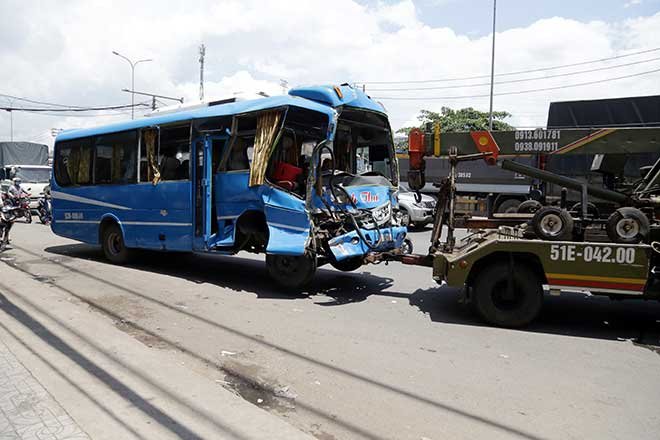 Kẹt xe khủng khiếp qua hiện trường TNGT 4 ô tô tông nhau ở Sài Gòn - 6