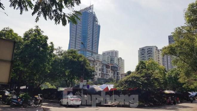 Cận cảnh ô 'đất vàng' dịch vụ cuối cùng đô thị mẫu Hà Nội bỏ hoang 20 năm - 5