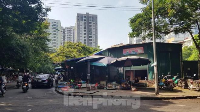 Cận cảnh ô 'đất vàng' dịch vụ cuối cùng đô thị mẫu Hà Nội bỏ hoang 20 năm - 4
