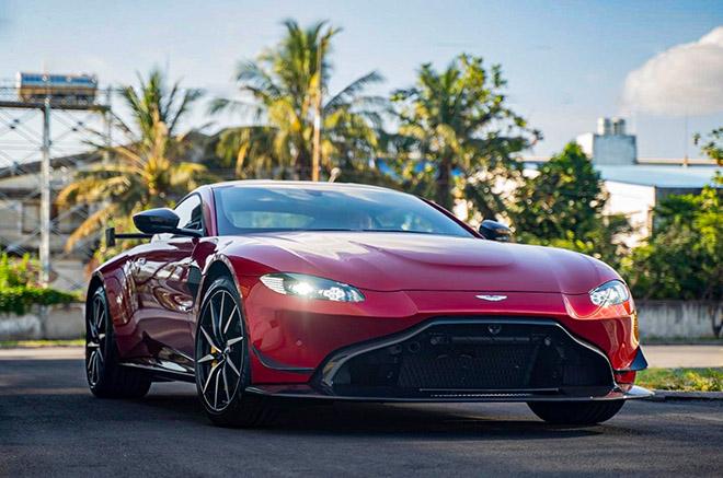 Aston Martin V8 Vantage với gói độ chính hãng AMR lần đầu xuất hiện tại Việt Nam - 1