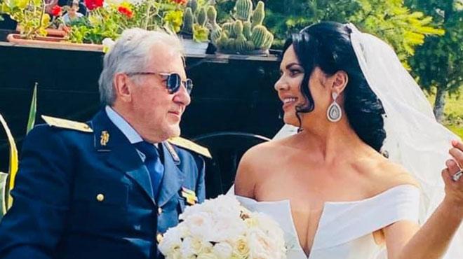 Huyền thoại tennis 73 tuổi cưới vợ 5: Mãn nguyện với vợ đẹp kém 30 tuổi - 1