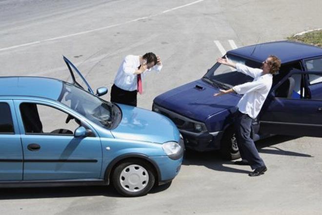 Tự thỏa thuận sau va chạm giao thông, CSGT có được giữ xe? - 1