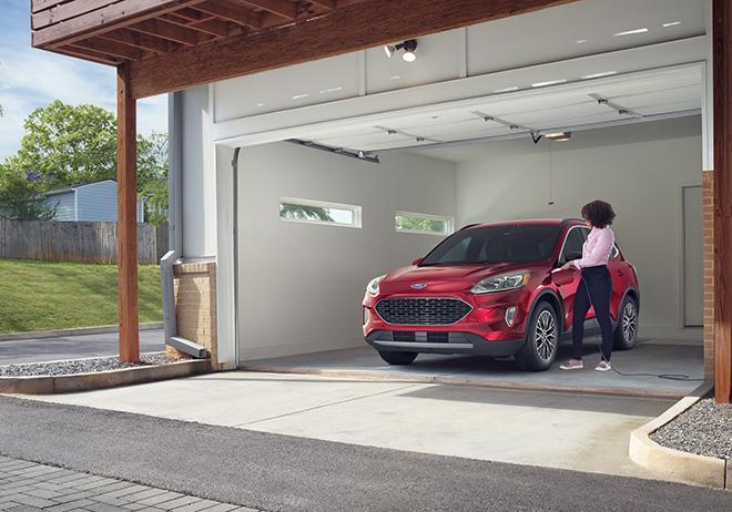 Ford Escape gây bất ngờ với mức tiêu thụ nhiên liệu chỉ 2,35L xăng/100km