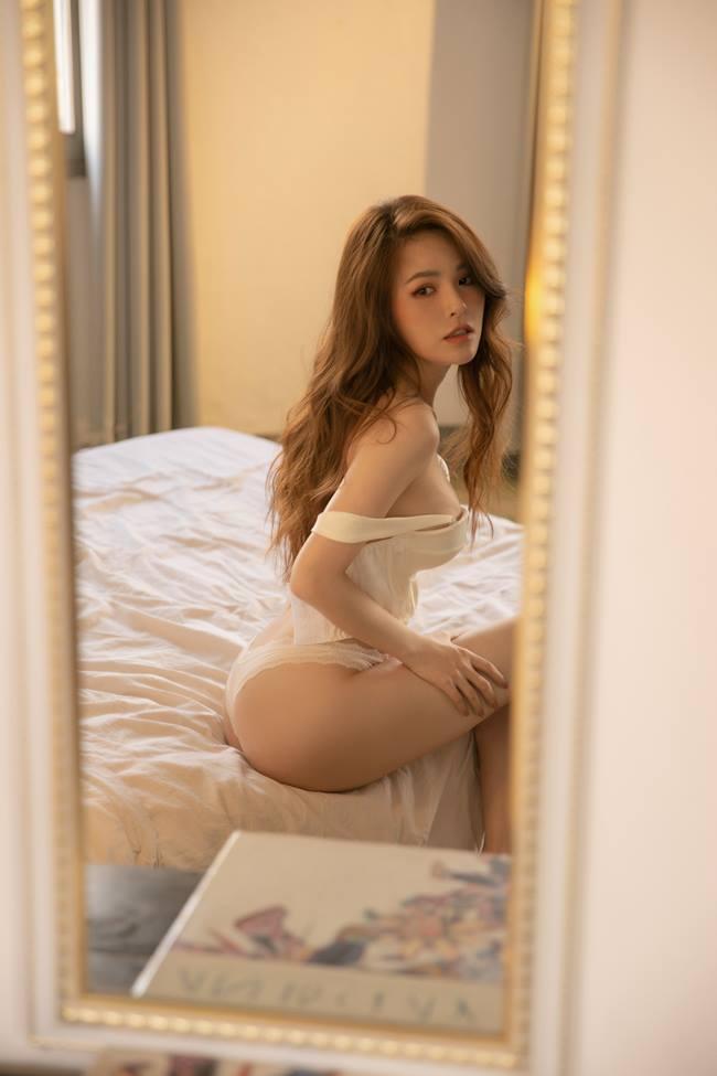 """Phi Huyền Trang mặc nội y xuyên thấu, đẹp chuẩn """"thánh nữ Mì gõ số 1 Việt Nam"""" - 4"""