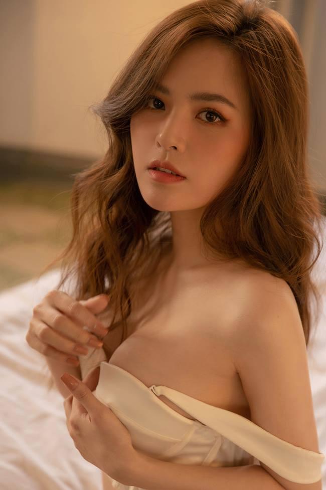 """Phi Huyền Trang mặc nội y xuyên thấu, đẹp chuẩn """"thánh nữ Mì gõ số 1 Việt Nam"""" - 5"""