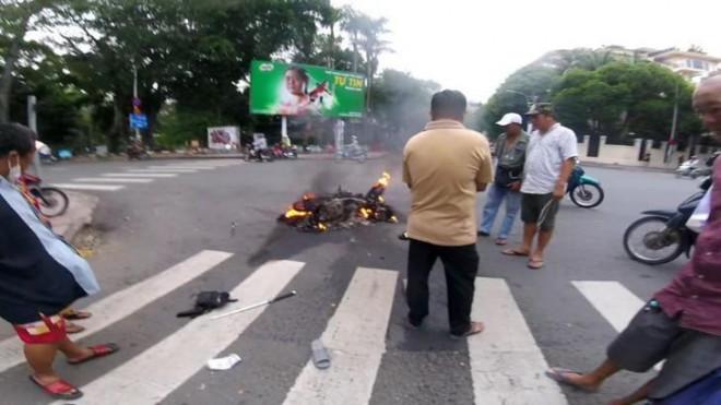 Tranh cãi việc cảnh sát hình sự phóng xe tốc độ cực cao đuổi bắt cướp trên phố - 2