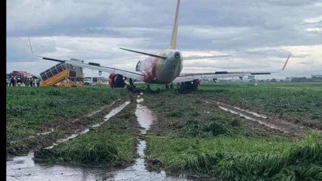Hơn 18 tiếng khẩn cấp đưa máy bay Vietjet trượt khỏi đường băng về sân đỗ - 2