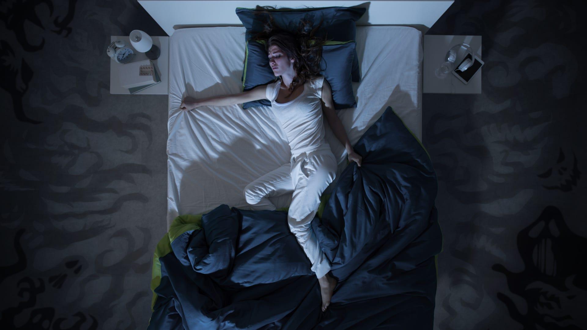 4 nguyên nhân phổ biến gây đổ mồ hôi về đêm mà bạn nên biết - 1