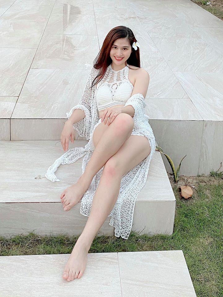 """2 BTV Thời sự VTV mặc kín đáo lên sóng, """"gây bão"""" khi lộ ảnh bikini hiếm hoi - 11"""