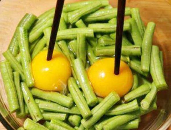 Đập trứng vào đậu xào, tưởng dở ai ngờ được mẹ chồng khen mãi - 3