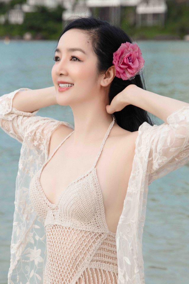 Hoa hậu Đền Hùng mặc bikini thủng lỗ khoe vẻ đẹp tựa tiên sa ở tuổi gần 50 - 2