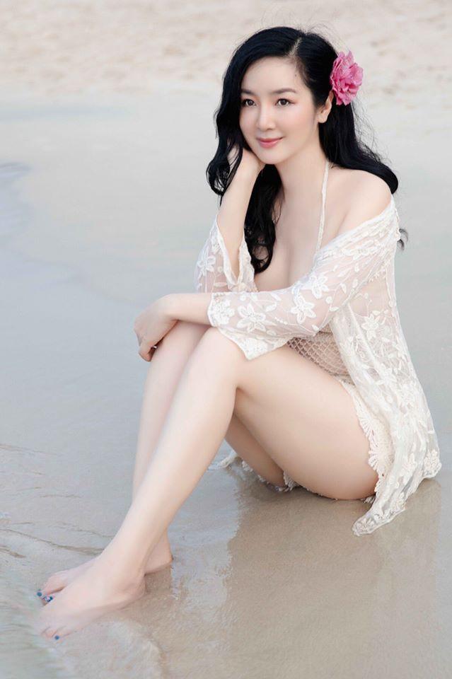 Hoa hậu Đền Hùng mặc bikini thủng lỗ khoe vẻ đẹp tựa tiên sa ở tuổi gần 50 - 3
