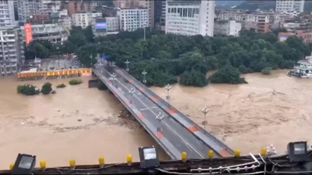 Video Cận Cảnh Lũ Lụt Tồi Tệ Nhất ở Miền Nam Trung Quốc Trong 80 Năm