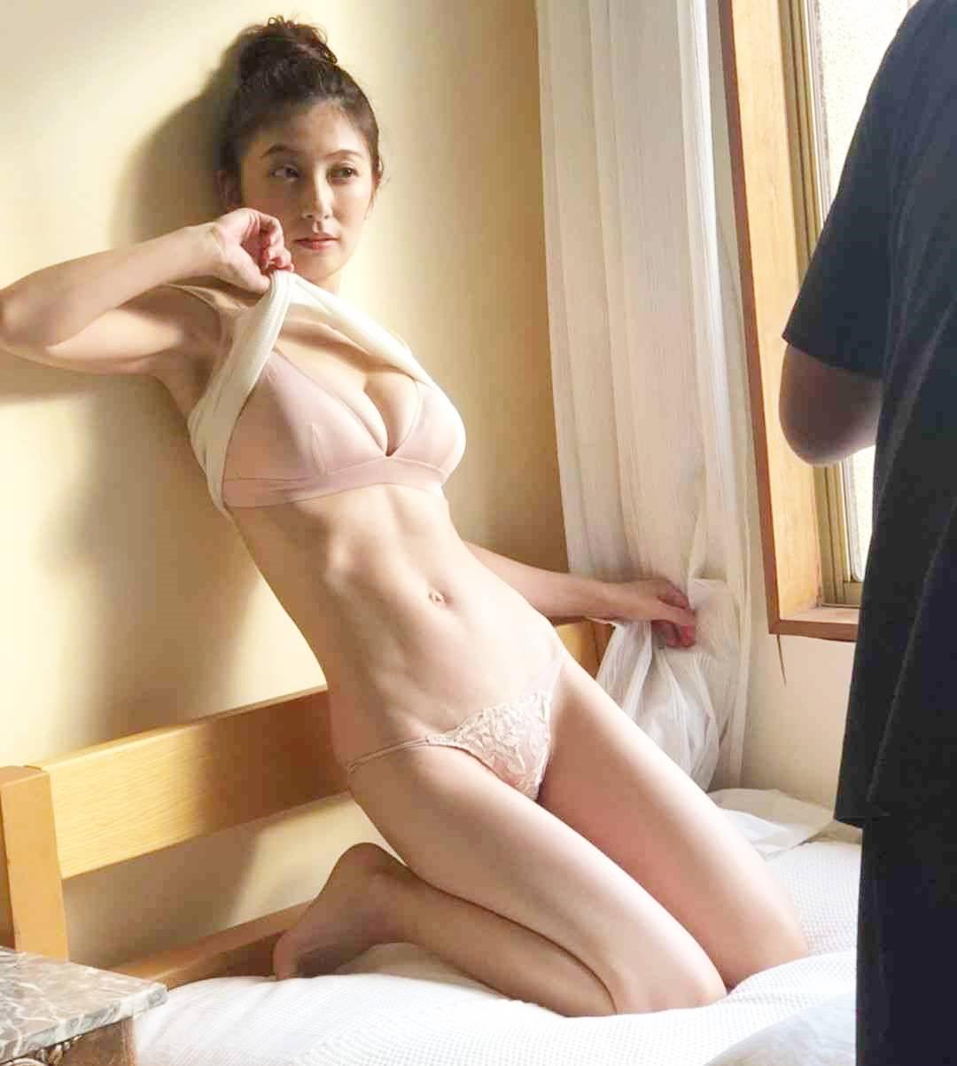 """Nữ diễn viên Nhật Bản U40 vẫn mơn mởn xứng danh """"đệ nhất ngực đẹp"""" - 5"""