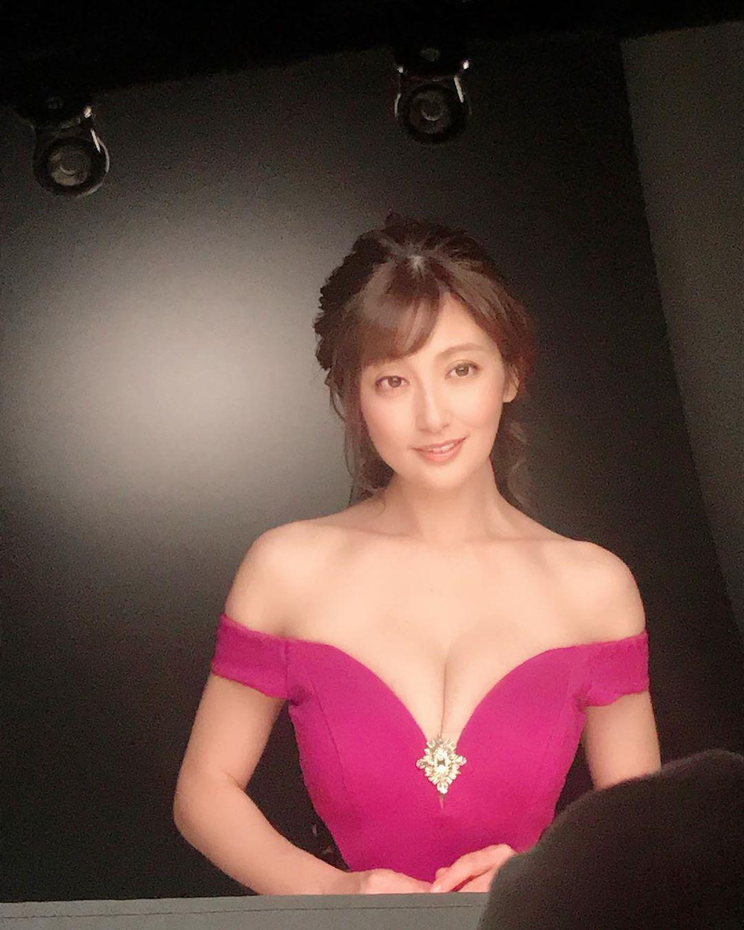 """Nữ diễn viên Nhật Bản U40 vẫn mơn mởn xứng danh """"đệ nhất ngực đẹp"""" - 3"""