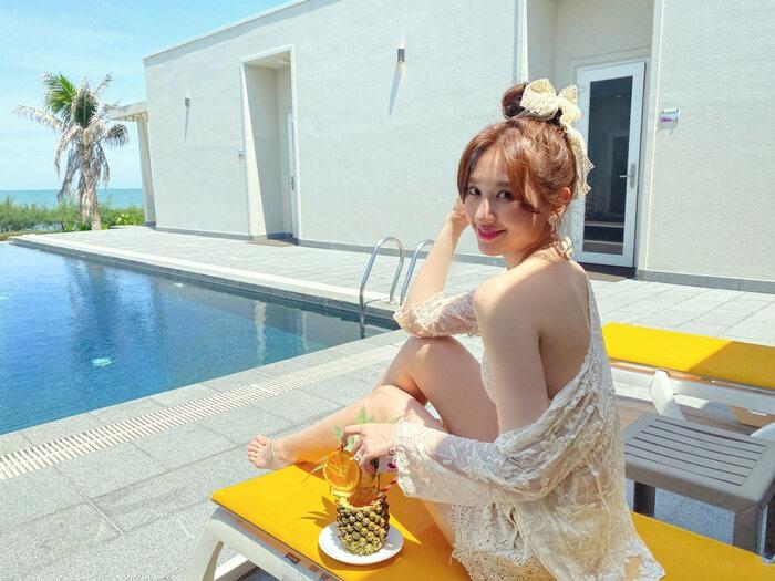 Hari Won diện bikini khoe dáng nuột nà khiến chị em cũng phát ghen - 1