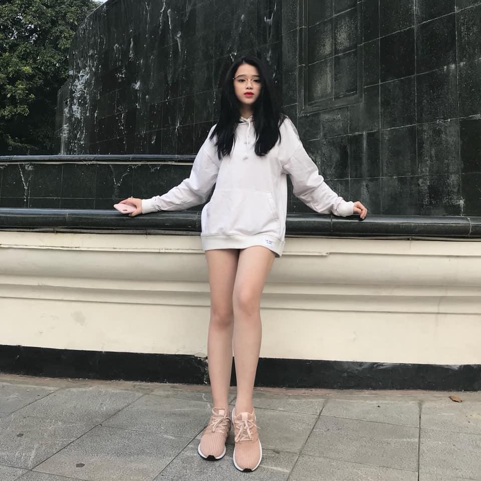 """Thiếu nữ Hà thành có 2 triệu người theo dõi chuộng mặc mốt """"quên quần"""" - 4"""
