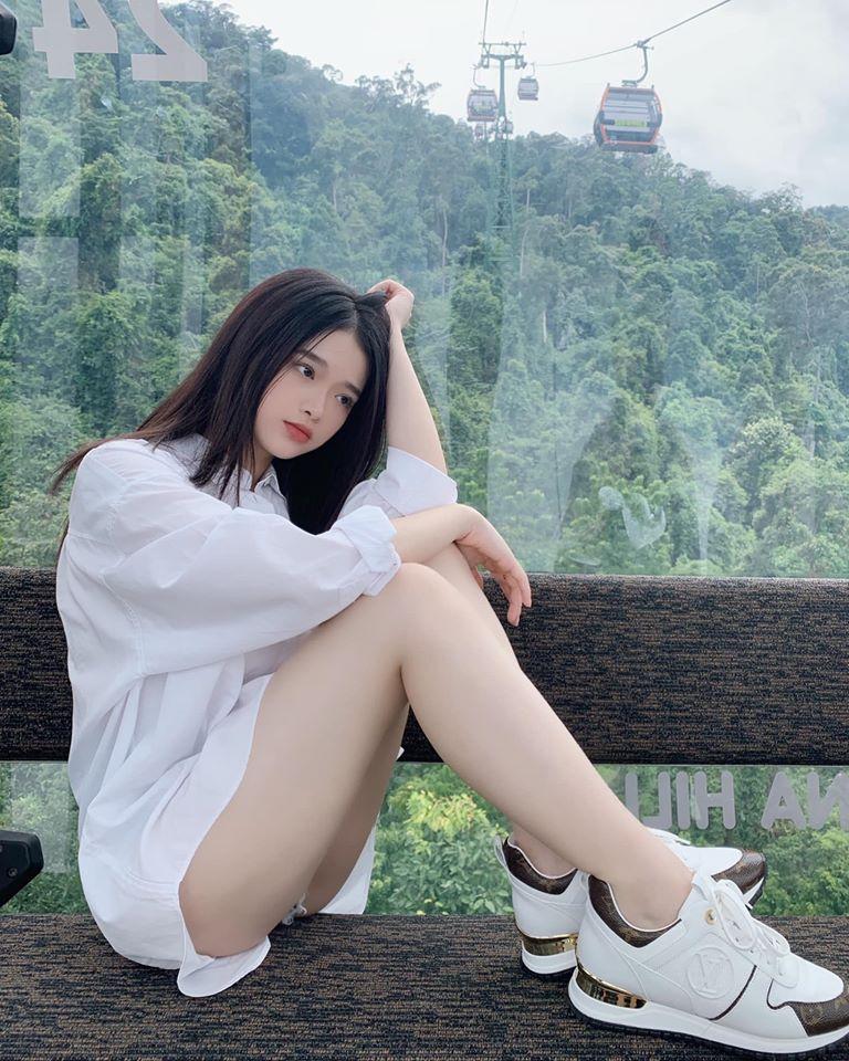 """Thiếu nữ Hà thành có 2 triệu người theo dõi chuộng mặc mốt """"quên quần"""""""