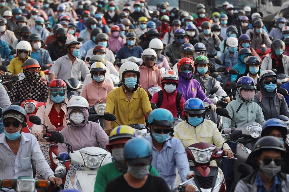 Hàng nghìn xe cộ chen chúc trong ngày BOT Xa lộ Hà Nội tái hoạt động - hình ảnh 13