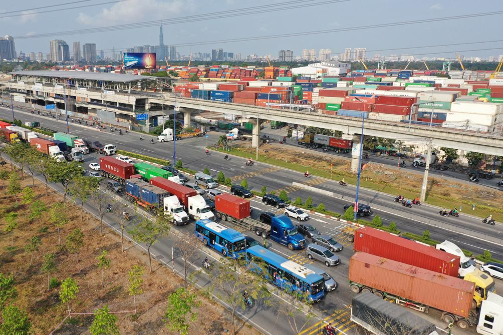 Hàng nghìn xe cộ chen chúc trong ngày BOT Xa lộ Hà Nội tái hoạt động - hình ảnh 5