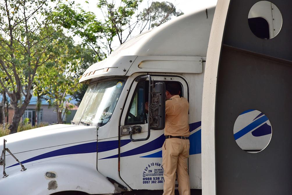 Hàng nghìn xe cộ chen chúc trong ngày BOT Xa lộ Hà Nội tái hoạt động - hình ảnh 8