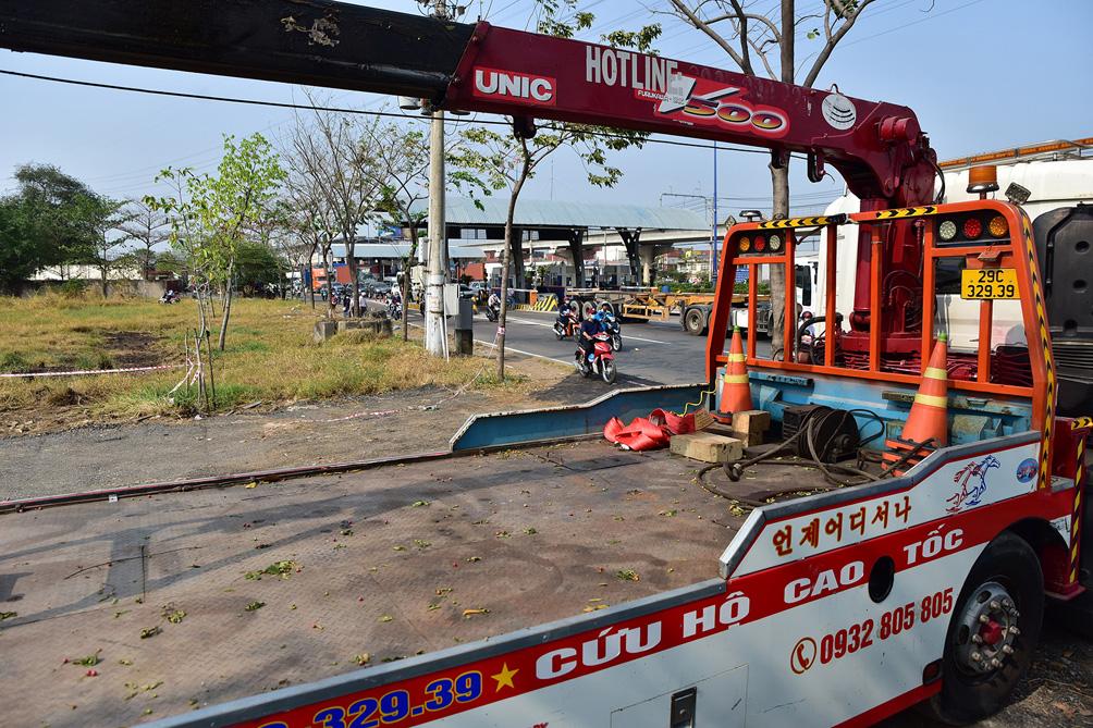 Hàng nghìn xe cộ chen chúc trong ngày BOT Xa lộ Hà Nội tái hoạt động - hình ảnh 9