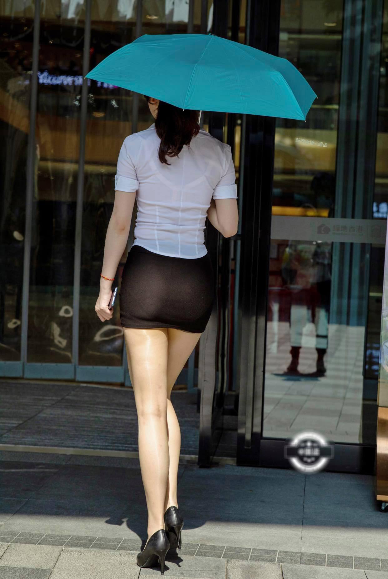 """Mỹ nhân công sở rơi vào cảnh sai trái vì váy """"phát quang"""" nội y, áo khoe cơ thể ẩn hiện - hình ảnh 1"""