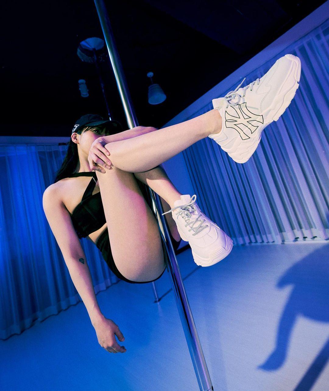 Ngất ngây ngắm màn xoạc chân 180 độ dẻo như kẹo của kiều nữ Hàn - hình ảnh 5